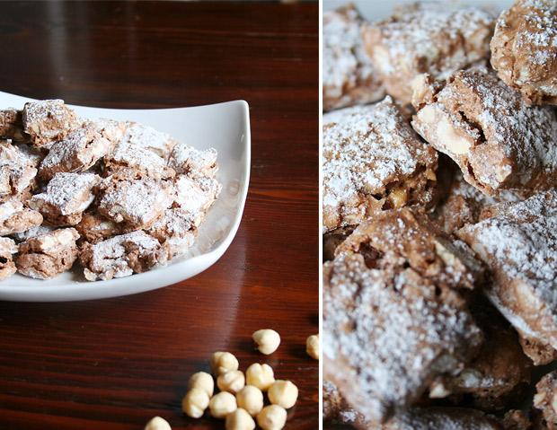 Foto dei biscotti ossa da mordere su un piatto bianco