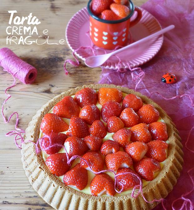 Foto della torta alla crema e fragole